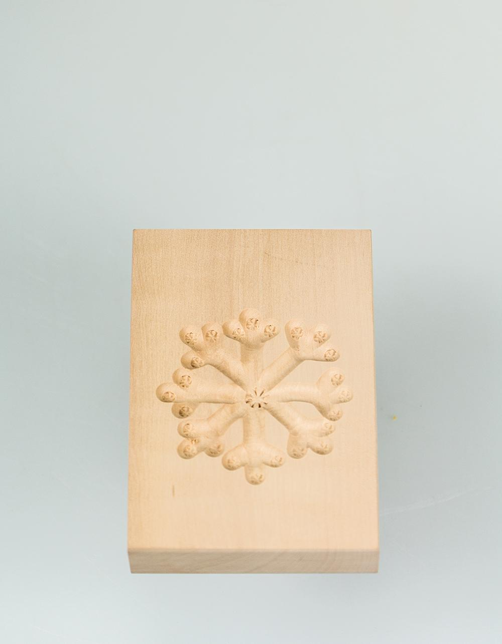 The Essential Ingredient Pear Wood Shortbread Mould - Ice Crystal Design 6cm x 8