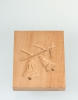 The Essential Ingredient Pear Wood Shortbread Mould - Bell Design 9cm x 12cm